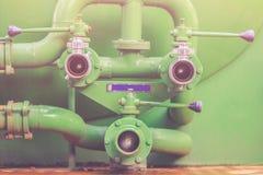 Gröna kontaktdon för slang för brandlastbil eller vattenpump med kontaktdon f Arkivbild
