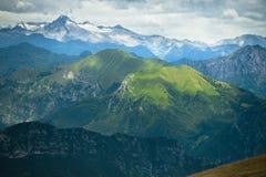 Gröna kullar, Dolomites, fjällängar, Italien Arkivfoto