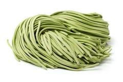Gröna nudlar av grönsaker royaltyfria foton