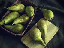 Gröna och gula päron, lynnig mat arkivfoton