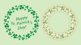 Gröna och guld- dekorativa runda vektorramar med växt av släktet Trifolium för St Patrick ferie royaltyfri illustrationer
