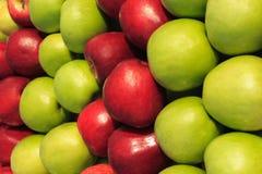 Gröna och röda äpplen royaltyfria foton