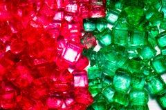Gröna och röda crystal lollies Arkivfoto
