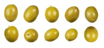 Gröna oliv som isoleras på vit Samling Arkivbilder