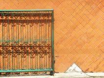 Gröna orange staketväggar Royaltyfri Bild