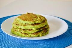 Gröna pannkakor royaltyfri foto