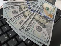 Gröna pengar fotografering för bildbyråer