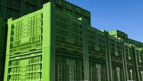 Gröna plast- spjällådor 01 Arkivfoto