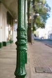 Gröna poler på vandringsledet Arkivbild
