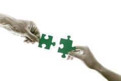 gröna pussel för anslutning Arkivbild