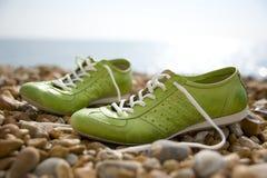 gröna skor Fotografering för Bildbyråer
