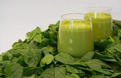 Gröna Smoothies, ett sunt och smakligt mål Arkivfoto