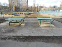 Gröna tennistabeller Royaltyfria Bilder