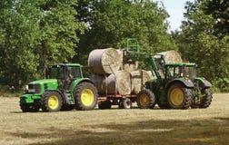 gröna traktorer Arkivfoto