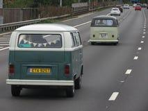 Gröna Volkswagen skåpbilar i Luton Royaltyfri Fotografi