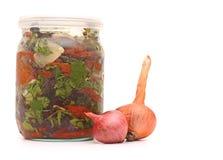 Grönsak i den glass kruset arkivbild