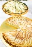 Grönsak och äppelpaj Arkivfoto