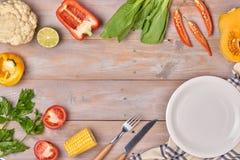 Grönsak- och kryddatappningborderand kritiserar plattan för din tex Royaltyfri Bild
