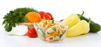 Grönsak och sallad i bunken royaltyfria bilder