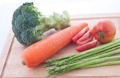 Grönsak på skärbrädor. Royaltyfri Fotografi