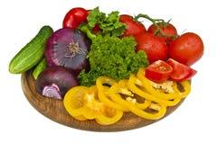 grönsaker för brädecuttinggrupp Royaltyfria Bilder
