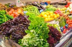 Grönsaker i den centrala marknaden av Valencia, Spanien Arkivbild