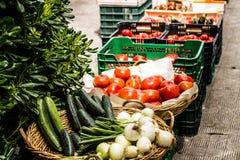 Grönsaker i en gatamarknad Royaltyfri Foto