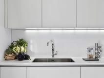 Grönsaker i ett modernt kök royaltyfri bild
