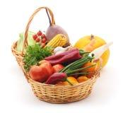 Grönsaker i korgar Arkivbilder