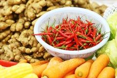 Grönsaker i marknad royaltyfri bild