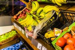 Grönsaker inom av livsmedelsbutik Royaltyfria Foton