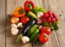 Grönsaker Ny Bio grönsak i en korg Över naturbakgrund Royaltyfri Bild