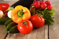 Grönsaker Ny Bio grönsak i en korg Över naturbakgrund Royaltyfri Foto