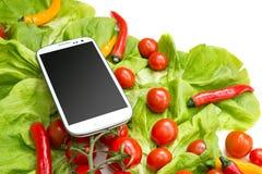 Grönsaker och en Smartphone Royaltyfri Bild