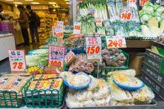 Grönsaker och frukter shoppar på marknaden i Japan Royaltyfri Fotografi