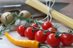 Grönsaker och spagetti för att laga mat Royaltyfri Foto