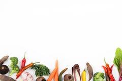 Grönsaker på botten av vit bakgrund Arkivbilder