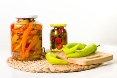 grönsaker på burk arkivbild