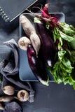 Grönsaker på en platta med anteckningsboken uppifrån Royaltyfri Bild