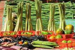 Grönsaker på ett stånd Fotografering för Bildbyråer