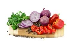 Grönsaker på kökblackboarden Arkivbilder