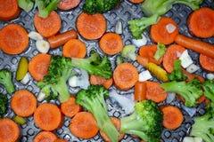 Grönsaker på pannan, sund mat, sund livsstil arkivfoto