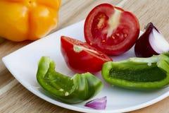 Grönsaker på plattan Arkivbild