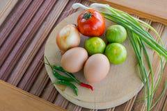 Grönsaker på skärbrädan Royaltyfri Foto