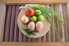 Grönsaker på skärbrädan Fotografering för Bildbyråer