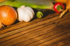 Grönsaker som läggas ut på tabellen Royaltyfri Foto