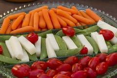 Grönsaker som tjänas som som horderves för matställe Arkivfoto
