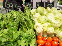 Grönsakförsäljning i supermarket Arkivfoto