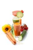 Grönsakfruktsafter med moroten, gurka, tomat Arkivbilder