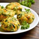 Grönsakkotlett från moroten, zucchini, potatis arkivfoton